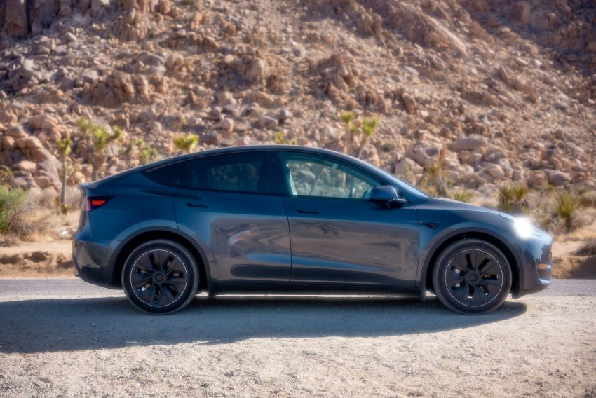 Following are the 9 best electric 2022 cars set to take the road by storm! SUV's are also included.
